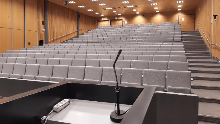Auditorio, jonka av-suunnittelun ja av-järjestelmien toteutuksen Campusta on hoitanut.